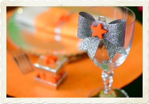 Glitzer Zierschleife in Silber, Dekoration Silvester