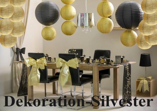 Dekoration Silvester mit goldenen und schwarzen Lampions